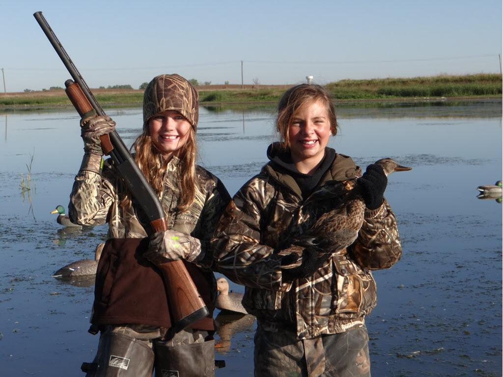 girls hunting ducks
