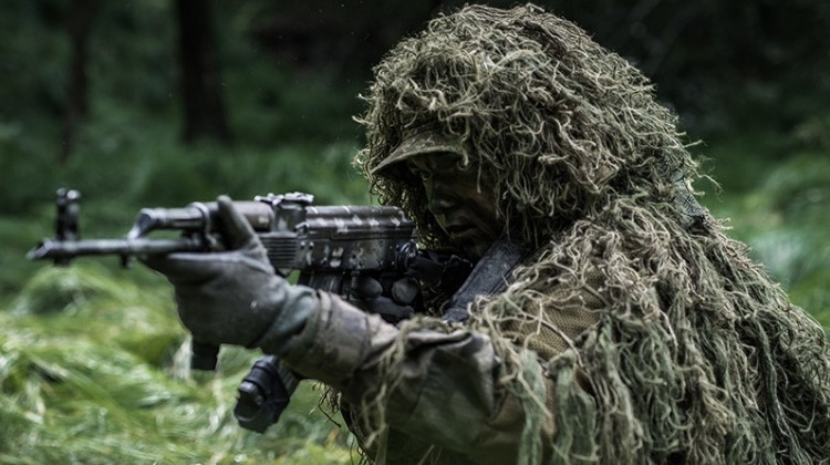 Using Ghillie Suit